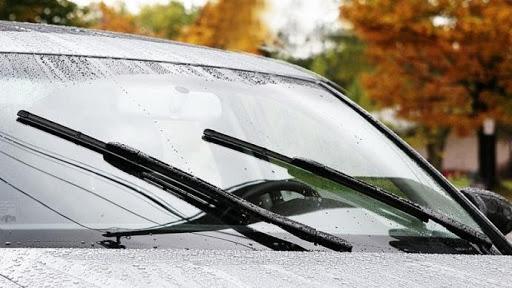 Cần gạt nước trên ô tô có nhiệm vụ quan trọng