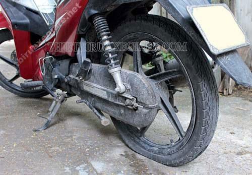 lốp xe máy bơm bao nhiêu kg